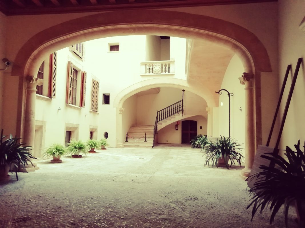 guided tours mallorcan patios