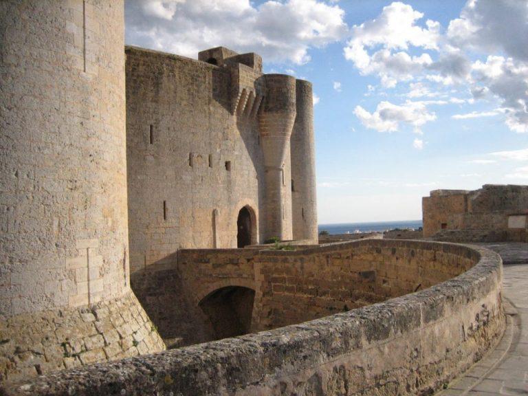 bellver castle tour guide